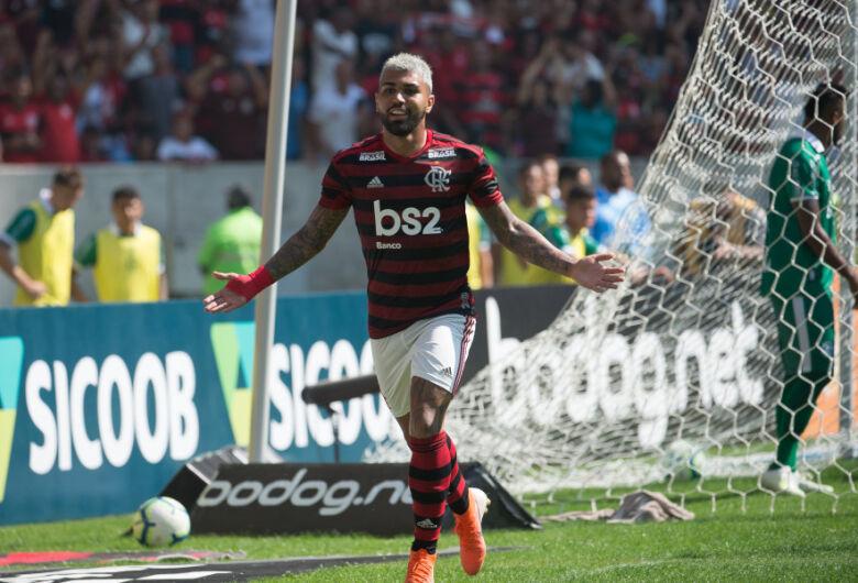 Goleada do Flamengo é destaque do domingo no Brasileirão