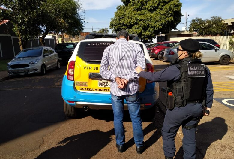 Carioca é preso tentando dar golpe com auxílio bancário em Dourados