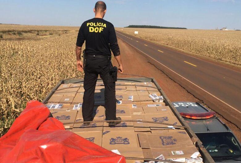 Caminhão carregado com vinte mil pacotes de cigarros contrabandeados foi apreendido pelo DOF