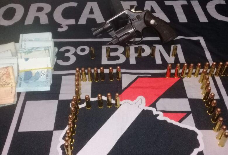 Polícia prende homem com arma e R$ 21 mil após disparos em Dourados