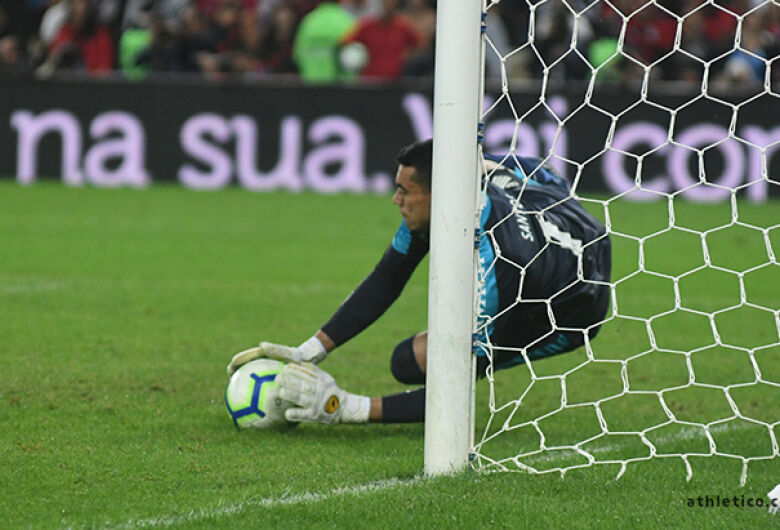Athletico arranca empate do Flamengo e vence nas penalidades