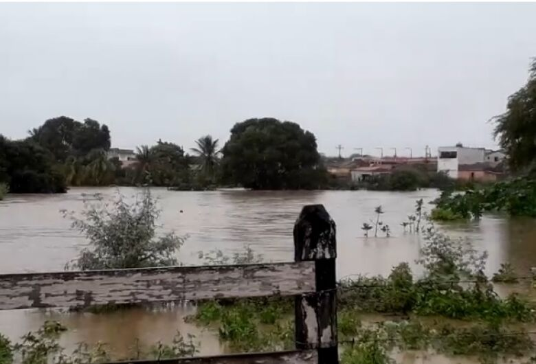 Chuvas causam rompimento parcial de barragem na Bahia