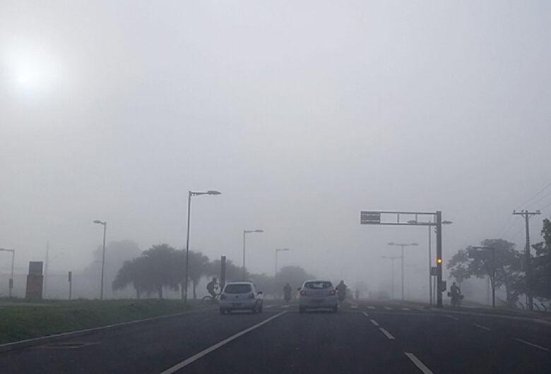 Terça-feira com névoa seca e baixa umidade do ar