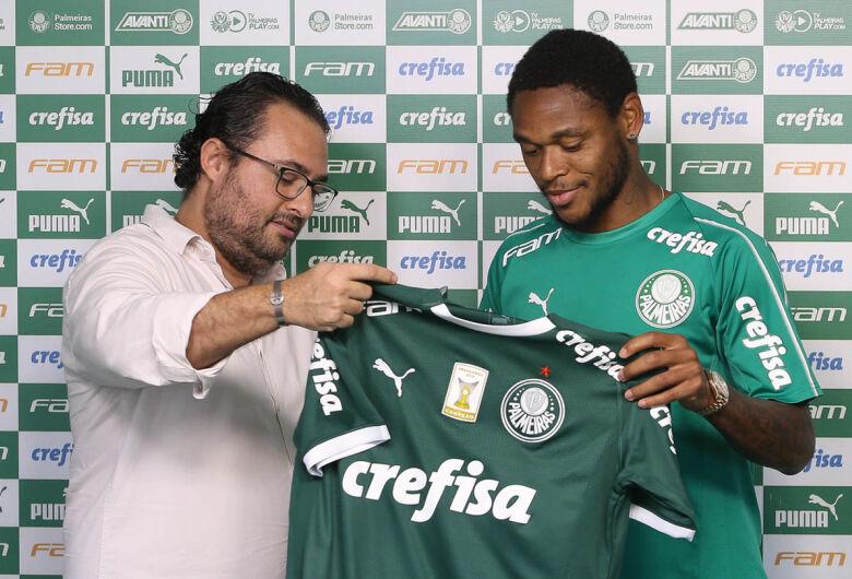 Luiz Adriano exalta projeto do Palmeiras e agradece recepção do elenco
