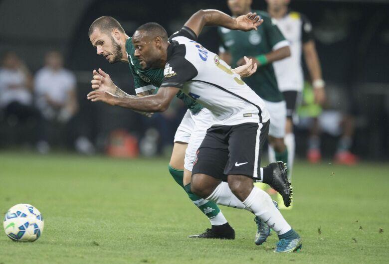 Corinthians recebe o Goiás em jogo atrasado do Brasileirão