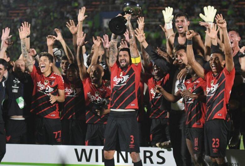 Athletico-PR goleia por 4 a 0 no Japão e conquista a Levain Cup