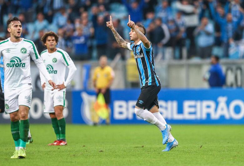 Grêmio e Chapecoense empatam em jogo de seis gols