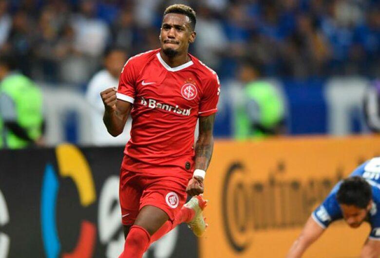 Internacional vence Cruzeiro no Mineirão e abre vantagem na semifinal