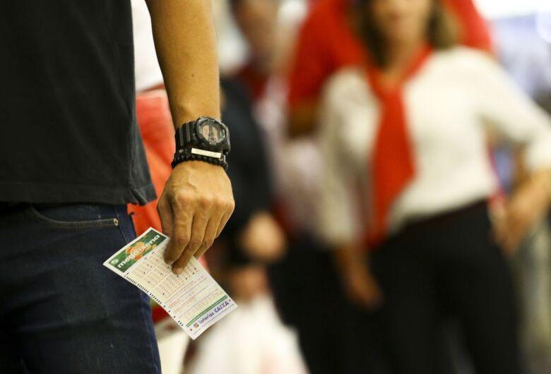 Mega-Sena acumula e pode pagar até R$ 26 milhões neste sábado
