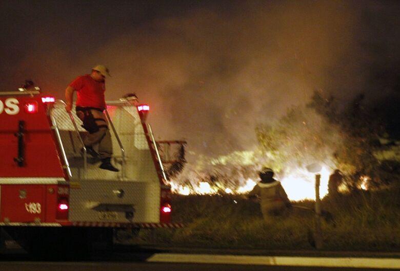 Em dias de tempo seco, Bombeiros alertam: queimada é crime