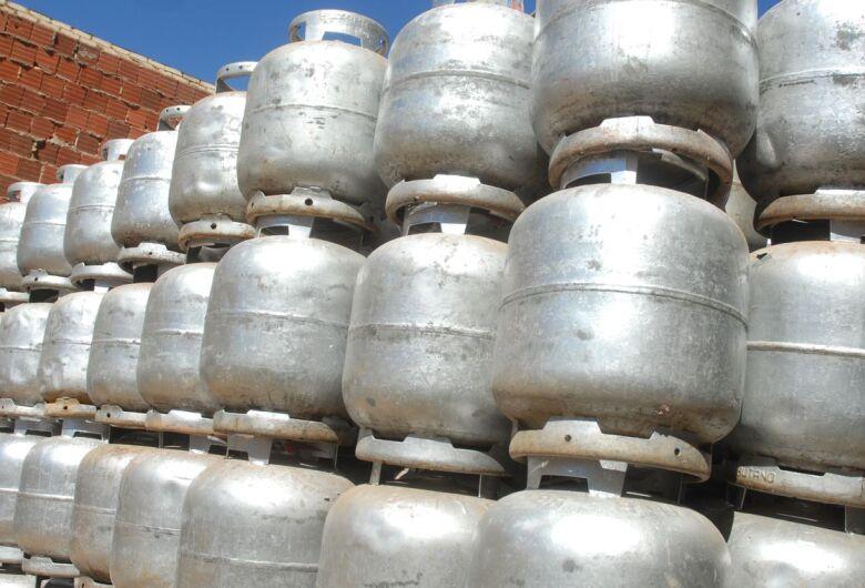 Governo avalia novas medidas para reduzir preço do gás de cozinha