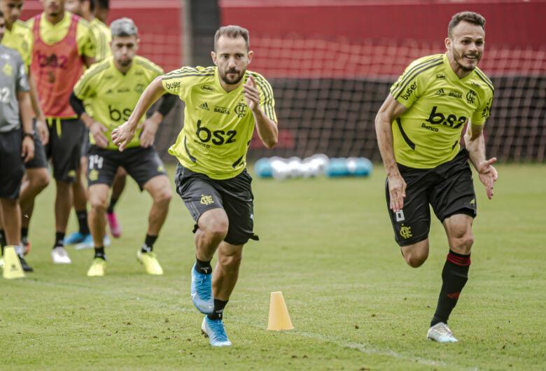 """Everton Ribeiro pede """"erro zero"""" em confronto contra o Santos"""