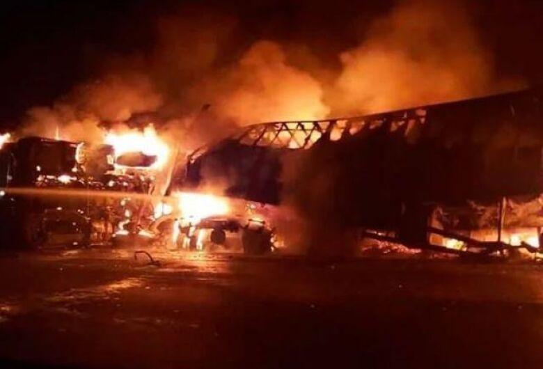 Ônibus que saiu de Campo Grande se envolve em acidente em MG