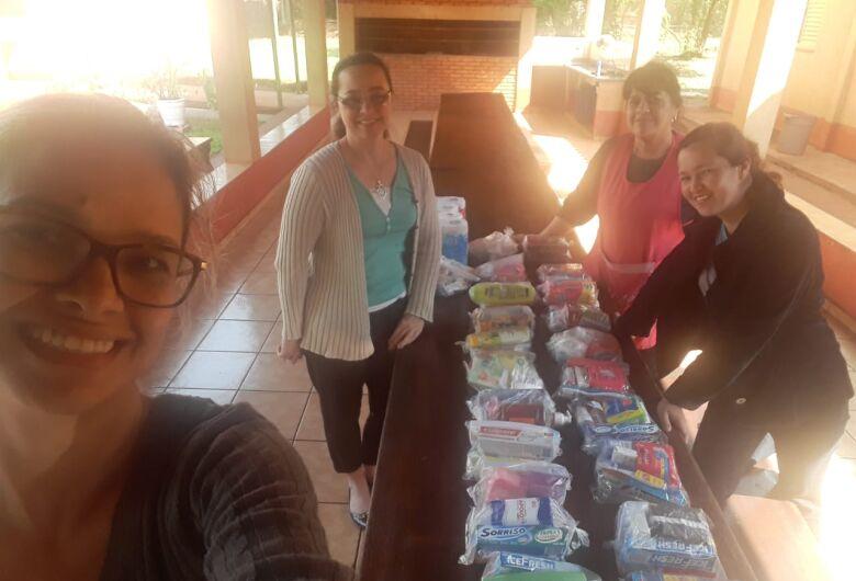 """Após sucesso na feira """"Evolução Empreendedora"""", organização entrega kits dos produtos arrecadados"""