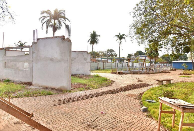 Obras de reconstrução da 'Praça do HE' serão retomadas