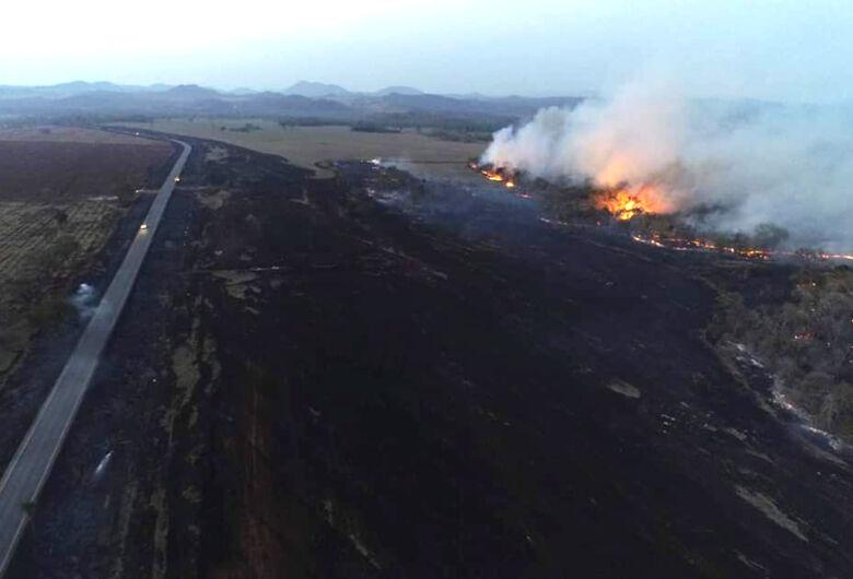 Sem chuva, queimadas se intensificam e Ibama estima 1 milhão de hectares em cinzas