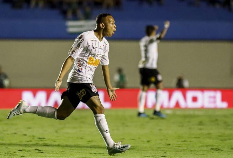 Corinthians arranca empate do Goiás e São Paulo perde do Cruzeiro