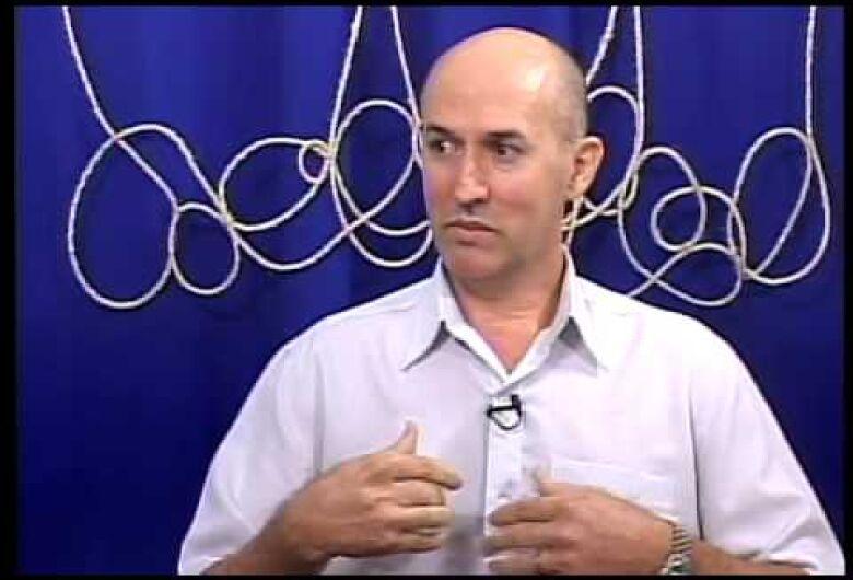 O escritor Sebastião Carmargo estará a partir de hoje até domingo ministrando palestras em Dourados