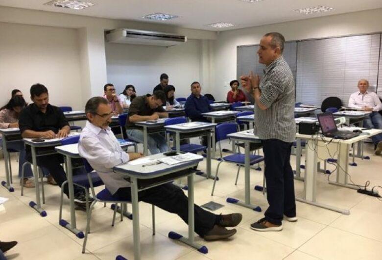 Fiems leva a Dourados palestra sobre qualificação profissional e atuação no mercado externo