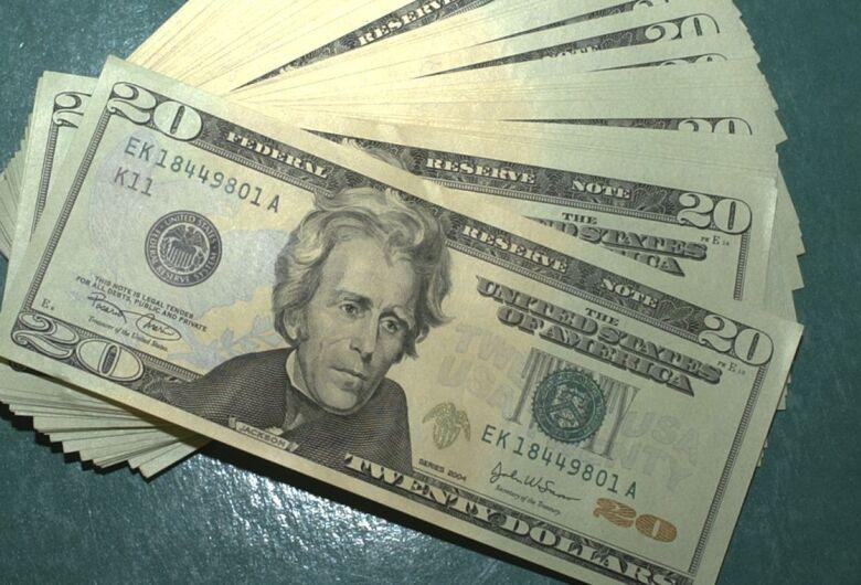 Dólar volta a cair e aproxima-se de R$ 4