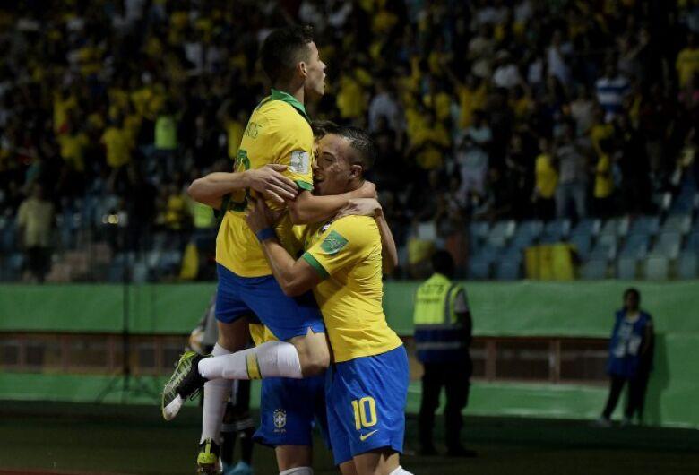 Brasil vence a Itália e vai à semifinal do Mundial