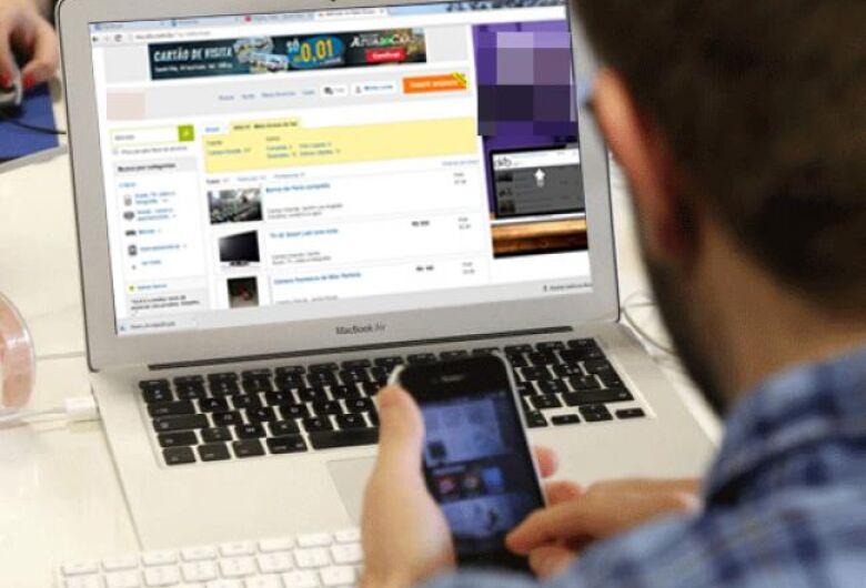 Jovem cai em golpe ao fazer compra em site falso