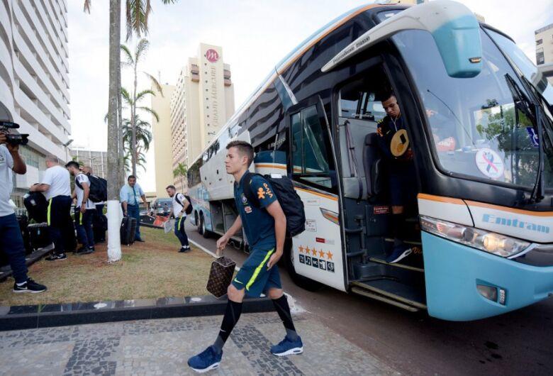 Seleção Sub-17 chega a Brasília para semifinal do Mundial e foca na recuperação