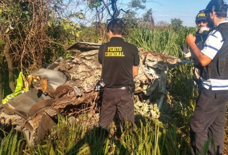 Mulher grávida de sete meses e um adolescente morrem em acidente