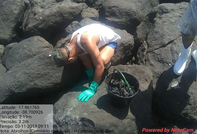 Marinha: fragmentos de óleo chegaram a praia do Espírito Santo