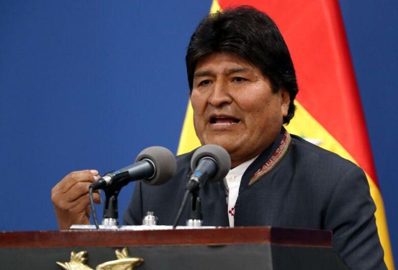 Após pressão das Forças Armadas e da Polícia, Evo Morales renuncia o cargo de presidente da Bolívia