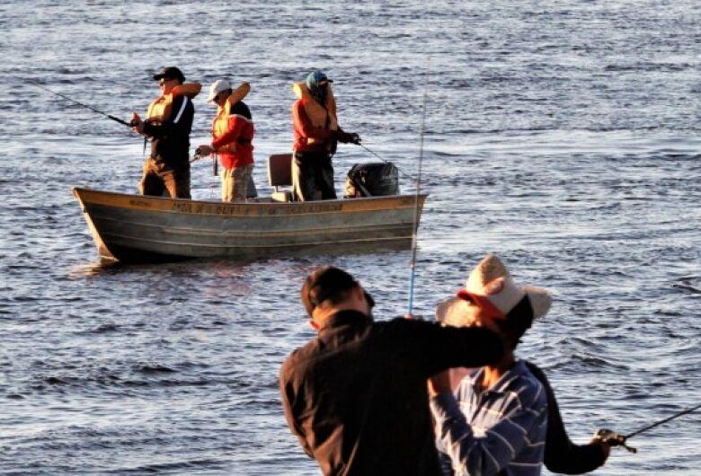 Pescadores pedem apoio dos deputados para suspensão da cota zero