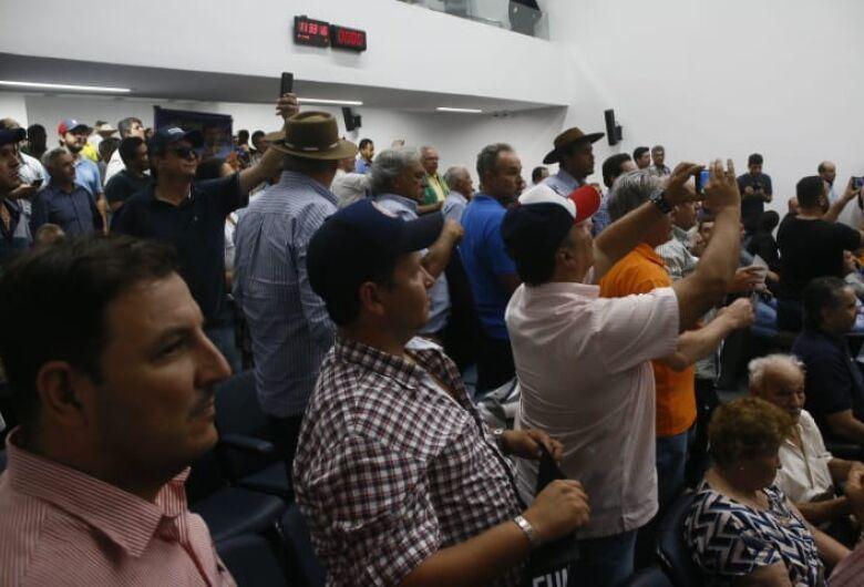 Sob protestos e xingamentos pacote de aumento de impostos foi aprovado em MS