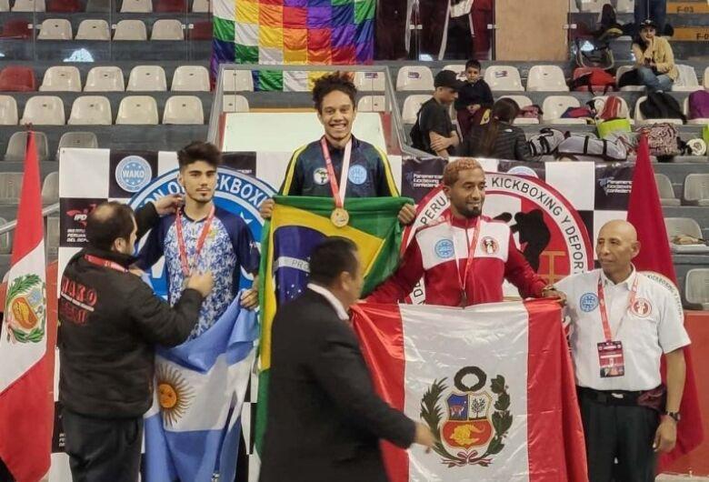 Atletas de MS são campeões sul-americanos de kickboxing no Peru