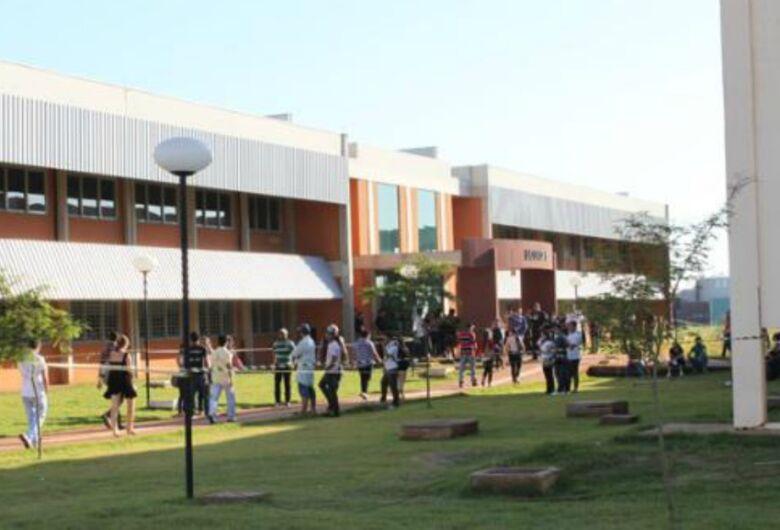 UFGD oferece vagas para professor efetivo com salário até R$ 9.6 mil