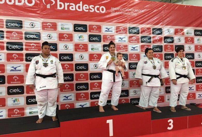Judoca douradense fala da volta aos tatames com título brasileiro após maternidade