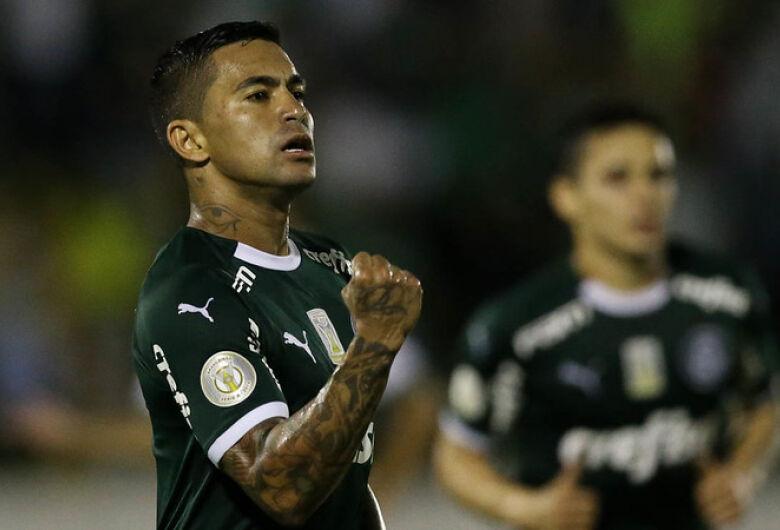 Palmeiras goleia Goiás, garante Inter na Libertadores e segue na disputa do vice-campeonato