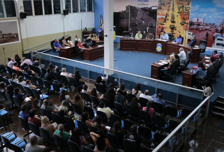 Câmara tenta acordo para não fechamento de salas de aula