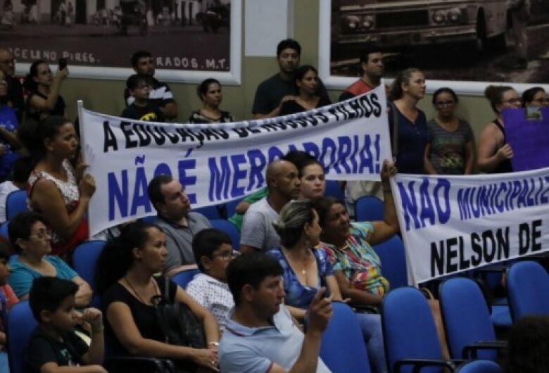 Vereadores de Dourados pedem a não municipalização da Escola Nelson de Araújo