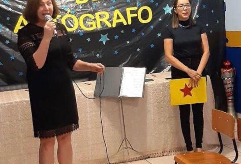 Escola lança projeto pioneiro e alunos produzem livros