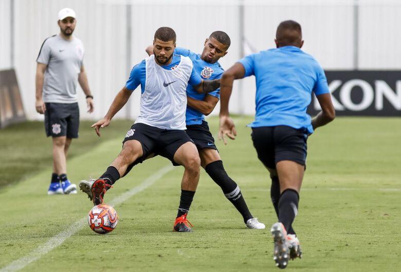 Corinthians e Internacional duelam nesta terça na semifinal da Copinha