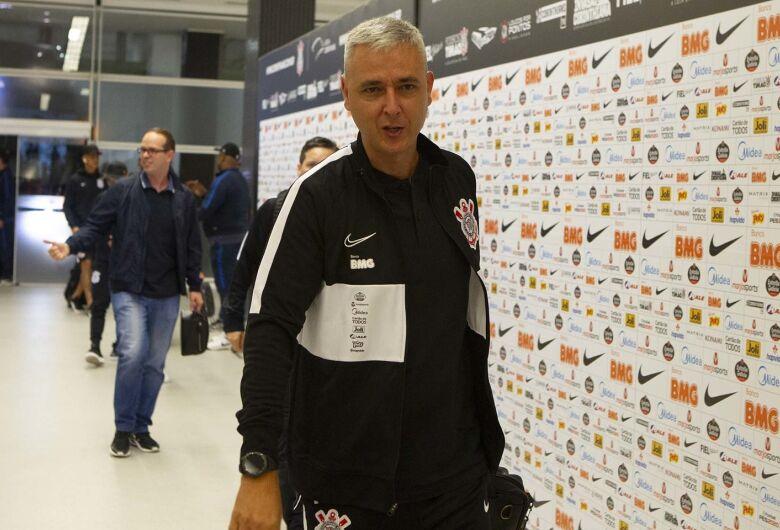 Tiago Nunes agradece jogadores após goleada do Corinthians na estreia no Paulistão