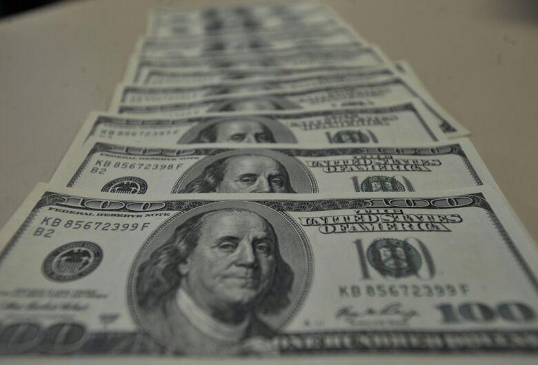 Dólar fecha acima de R$ 4,19, no maior valor desde início de dezembro