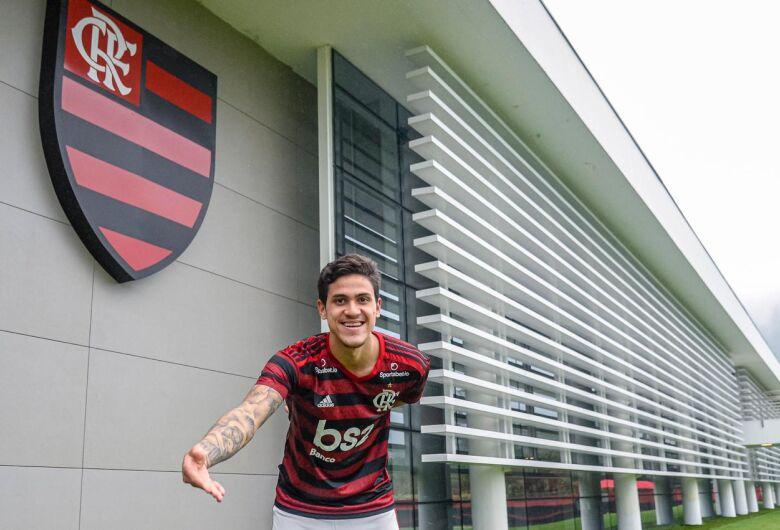Pedro assina contrato e Thiago Maio é apresentado no Flamengo