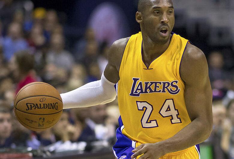 Morre Kobe Bryant, astro do basquete, em acidente de helicóptero