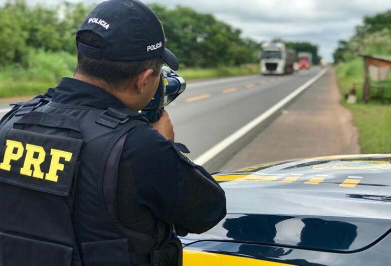 Vaca solta em rodovia é abatida com seis tiros de submetralhadora