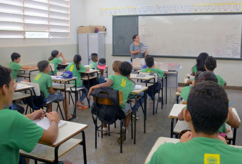 Educação divulga lista de inscritos em seleção para professor com salários de até R$ 4,5 mil