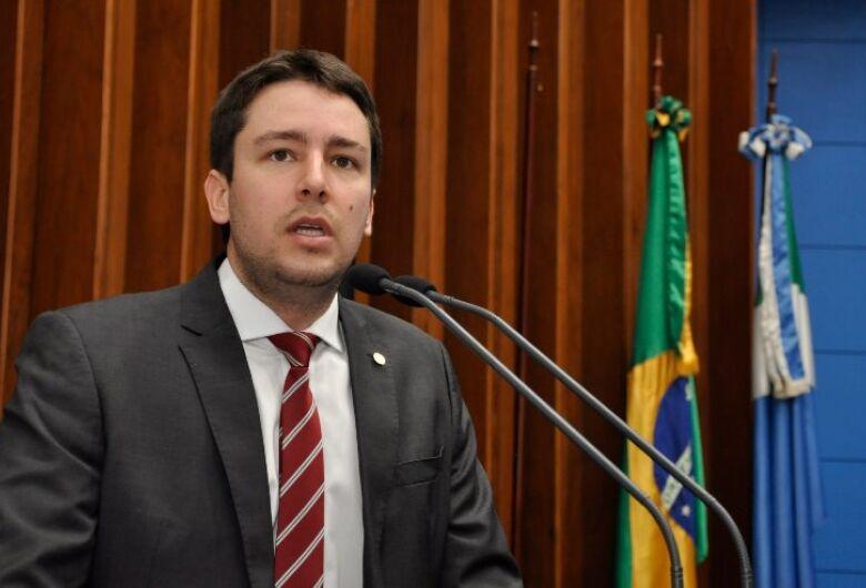 Deputado João Henrique anuncia, na tribuna, saída do G-11