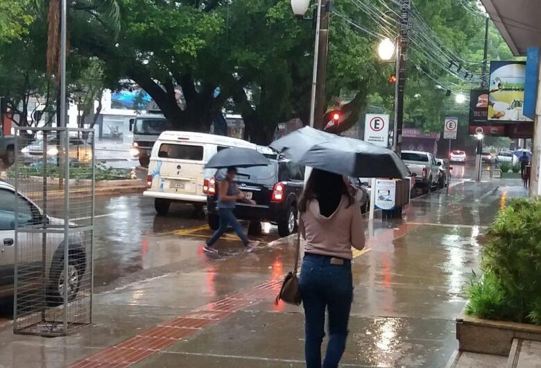 Chegada de frente fria traz chuva para várias cidades de MS