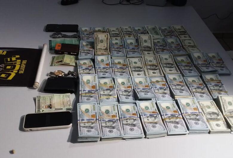 Polícia prende dupla com 400 mil dólares