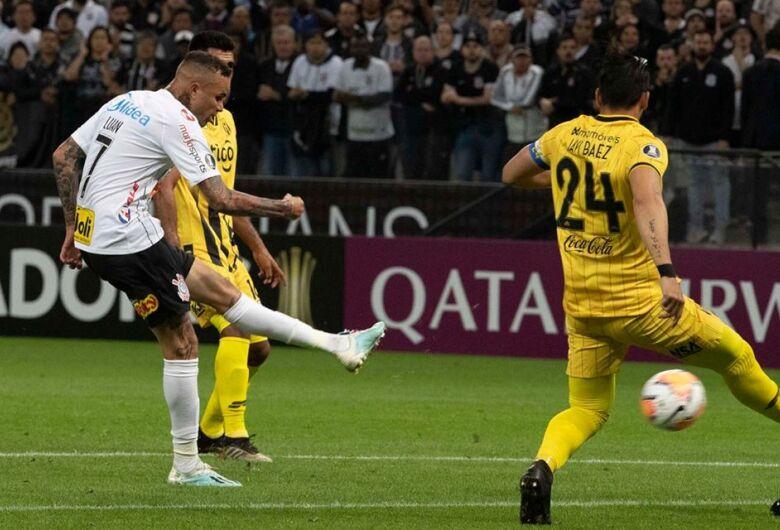 Corinthians bate o Guaraní, mas dá adeus à Libertadores